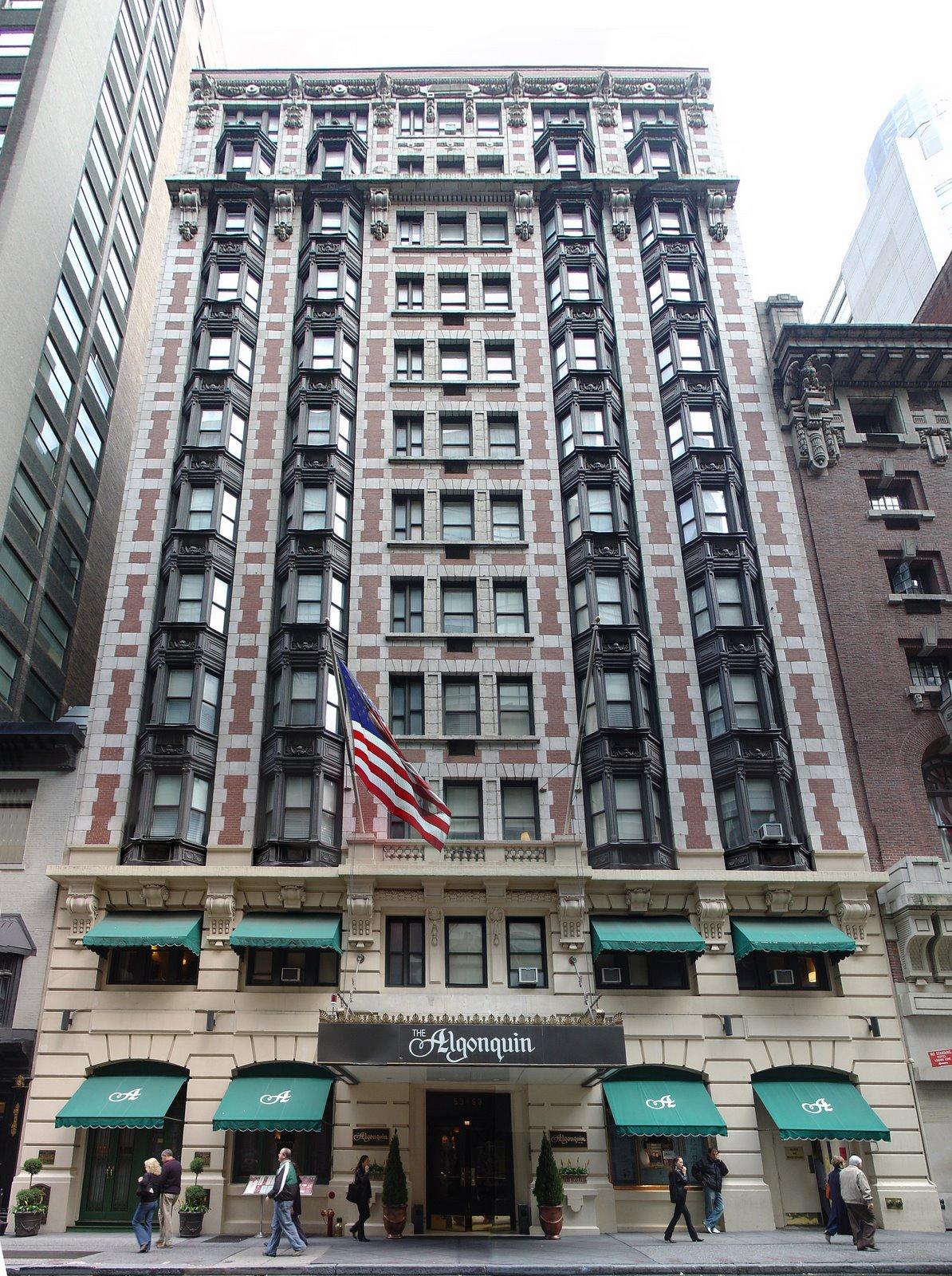 文芸誌『ニューヨーカー』のアイディアが生まれたNYで最長の歴史をもつ「ジ・アルゴンキン・ホテル・タイムズ・スクエア」