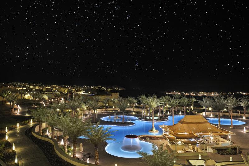 まるでアラビアンナイトの世界に訪れたかのような「アナンタラ・カスール・アル・サラブ・デザート・リゾート」