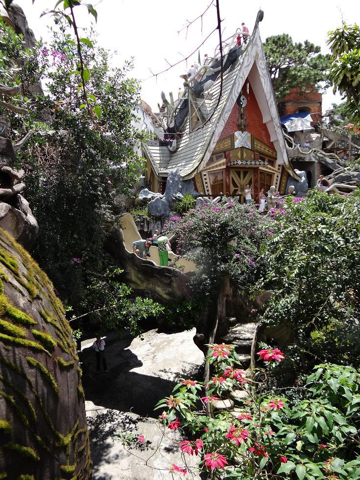 魔女の家?遊園地?ベトナムの不思議ホテル「クレイジーハウス」がとても面白い!