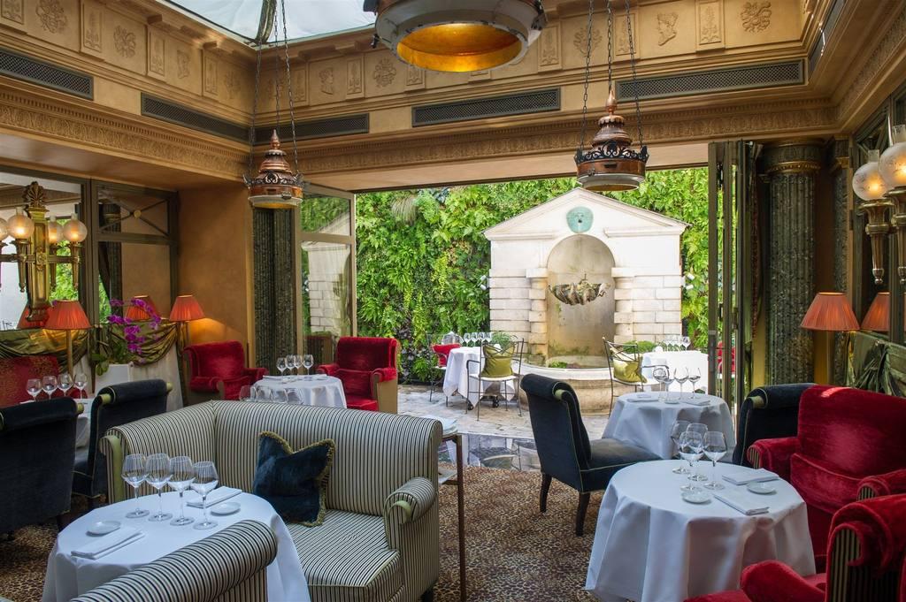 L hotel tabit for Restaurant le miroir rue des martyrs