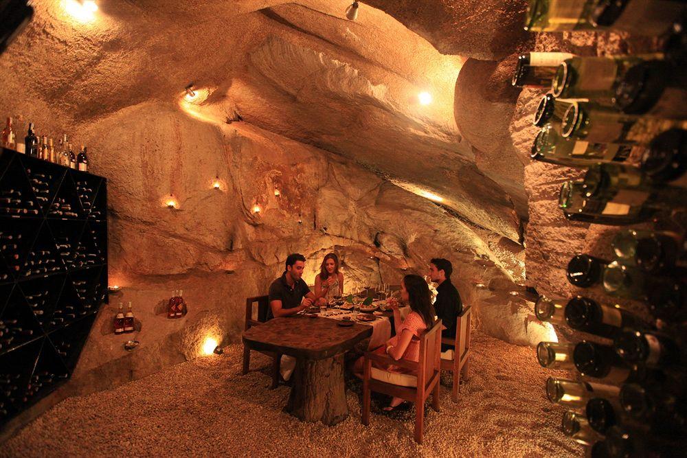 シックス・センシズ・ニンヴァン・ベイの洞窟ダイニング