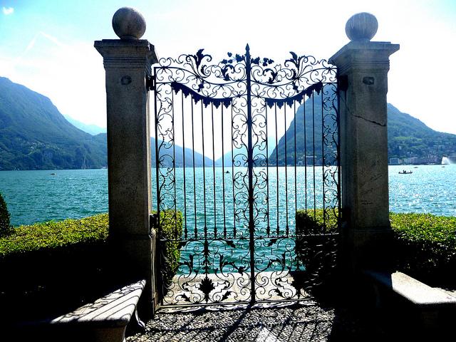 スイス ティチーノ州のルガーノ湖