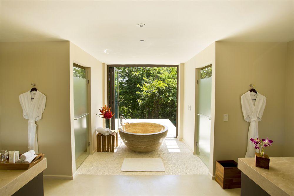 アンダーズ・ペニンシュラ・パパガヨ・リゾートのバスルーム