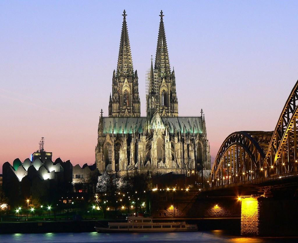 天へそびえる世界最大の美しきゴシック建築「ケルン大聖堂」