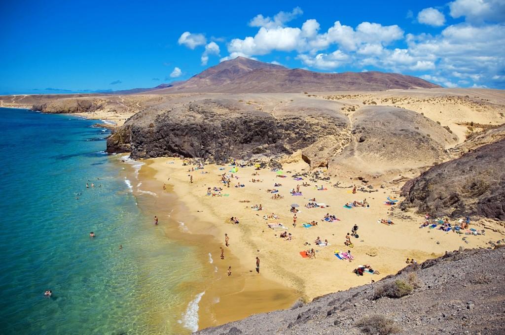 カナリア諸島で最も興味深いと言われる「ランサローテ島」は魅力的すぎる絶景島