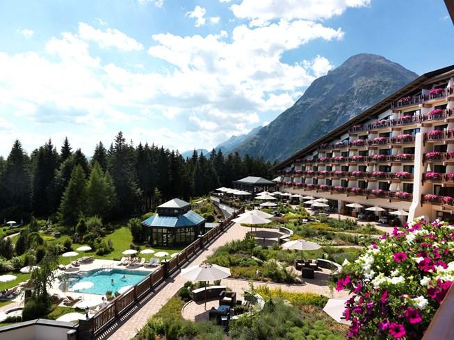 雄大なチロルアルプスの大自然を感じる「インターアルペン・ホテル・チロル」