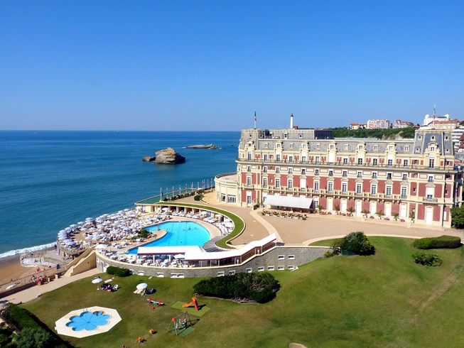 ナポレオン3世の妻のヴィラを起源とする美しきリゾート「ホテル・デュ・パレ」
