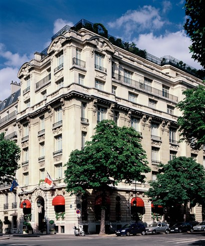 古のインテリアからクラシックなパリを感じる「ホテル・ラファエル」