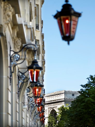 パリのエスプリに満ちたモダンな宮殿ホテル「ル・ロワイヤル・モンソー・ラッフルズ・パリ」