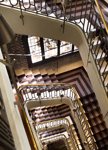 ル・ロワイヤル・モンソー・ラッフルズ・パリの螺旋階段