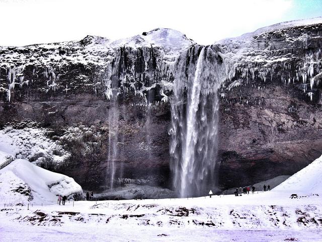 冬のセリャラントスフォスの滝