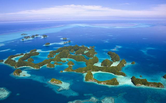 海の宝石箱と称される美しき楽園。死ぬまでに訪れたいパラオの世界遺産「ロックアイランド」