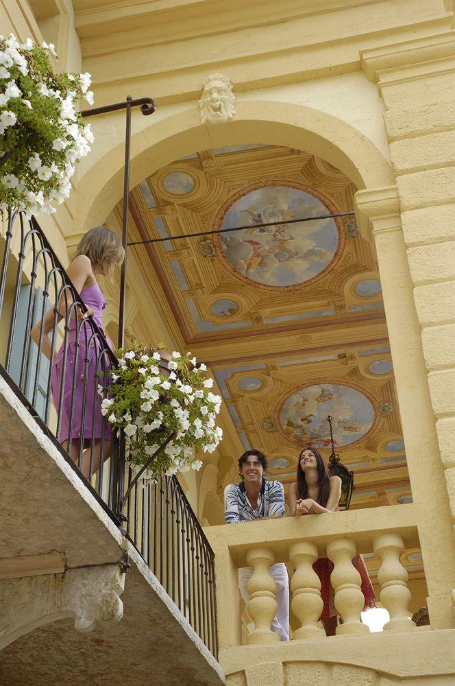 ビブロス・アート・ヴィラ・アミスタから眺望を楽しむゲスト