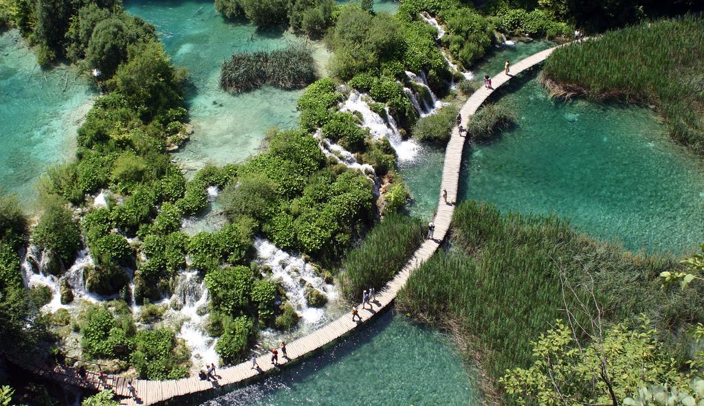 プリトヴィツェ湖群国立公園を上空から眺めた景色