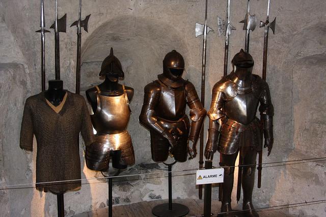 シヨン城の武器や鎧