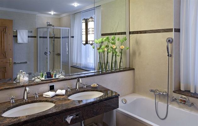 グランド・ホテル・クローネンホフのバスルーム