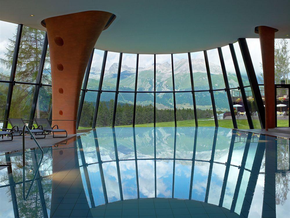 夏は新緑、冬は白銀の世界のスイスの名門山岳リゾート「グランド・ホテル・クローネンホフ」