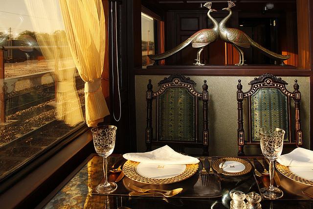 優雅なインドを満喫できる走る5つ星ホテル「マハラジャ・エクスプレス」