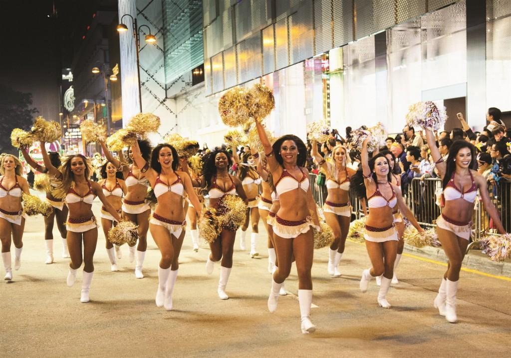 香港の旧正月ナイト・パレードの海外パフォーマー