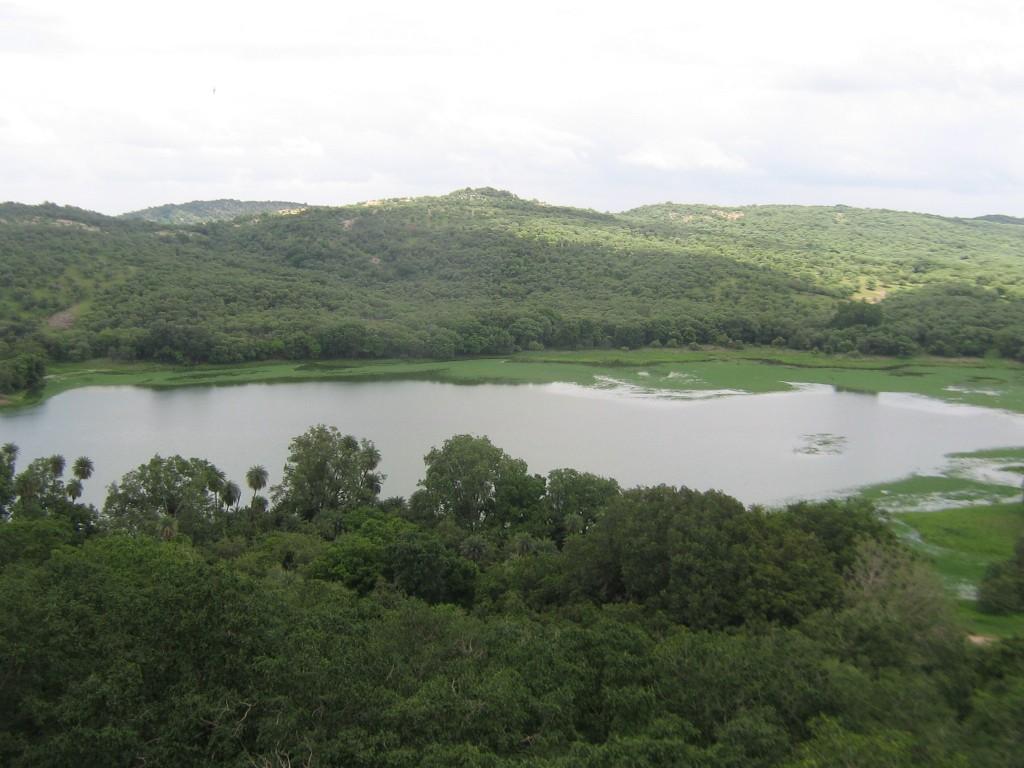 スルワール湖