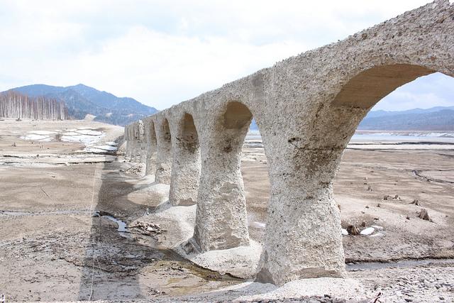 まるで古代ローマの水道橋のようなタウシュベツ川橋梁