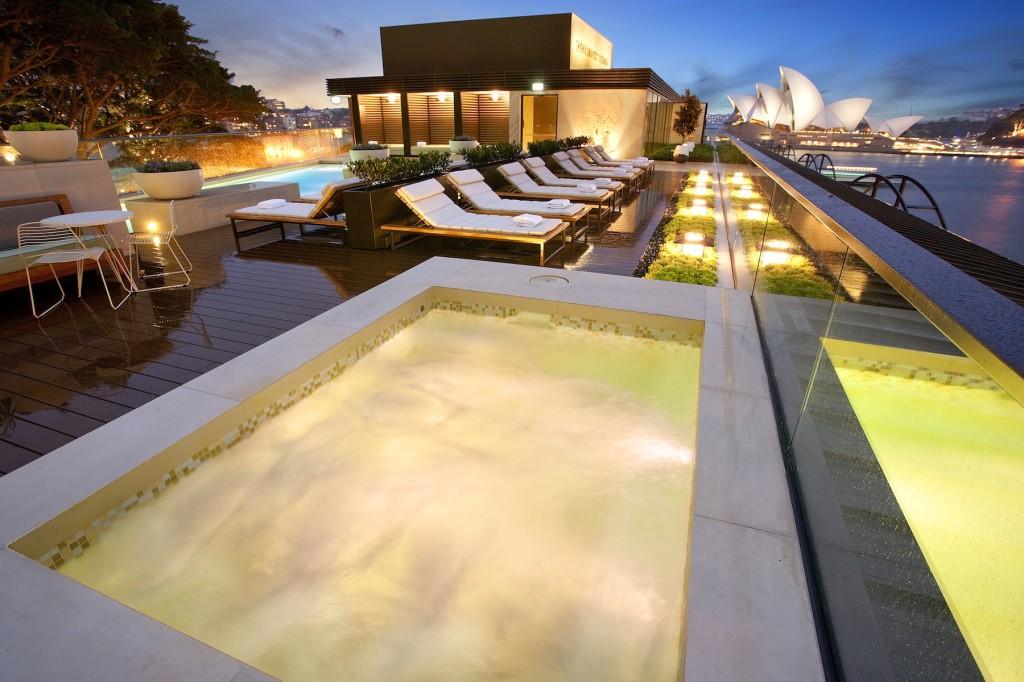パーク・ハイアット・シドニーの屋外プールの眺め