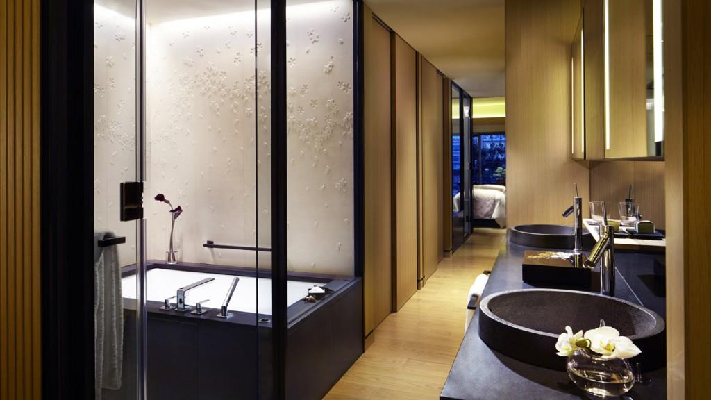 ザ・リッツ・カールトン京都のラグジュアリー KAWAMOGAWAのバスルーム