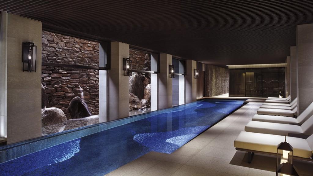 ザ・リッツ・カールトン京都の室内プール