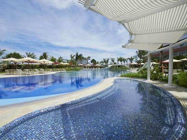 ヒルトン沖縄北谷リゾートの屋外プール