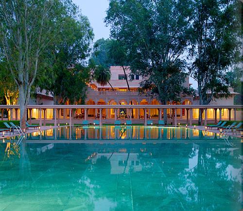 インドと自然と歴史を感じる美しきヒンドゥーの庭「アマンバグ」