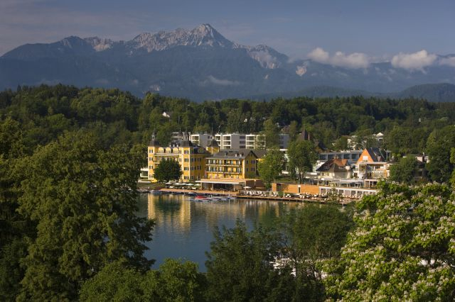 オーストリア・ヴェルター湖畔に佇む宮殿ホテル「ファルケンシュタイナー・シュロスホテル・フェルデン」