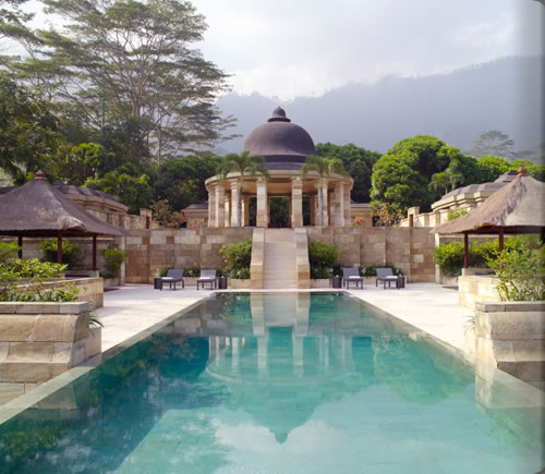 アマンジオのプール