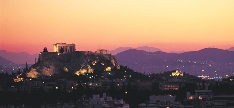 アクロポリスを望みアテネの街に敬意を表するホテル「ディヴァニ・カラベル」