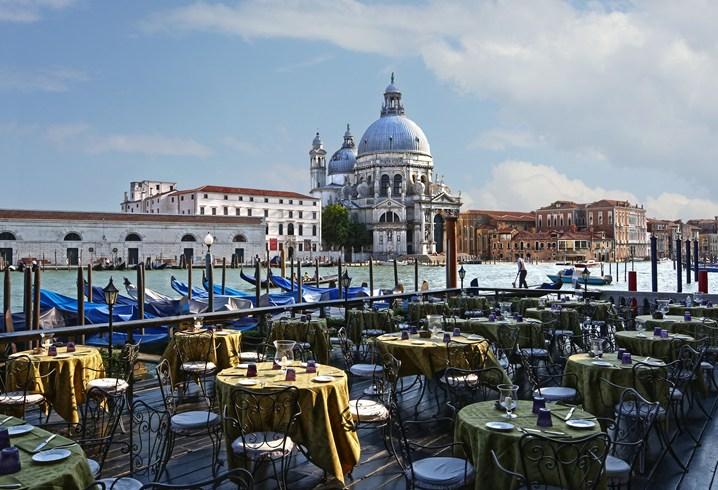 水の都ヴェネツィアの運河を見渡す眺望が自慢のホテル「バウアー・ホテル」