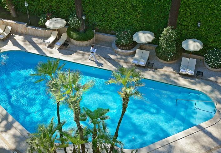 アルドロヴァンディ・ヴィラ・ボルゲーゼの屋外プール