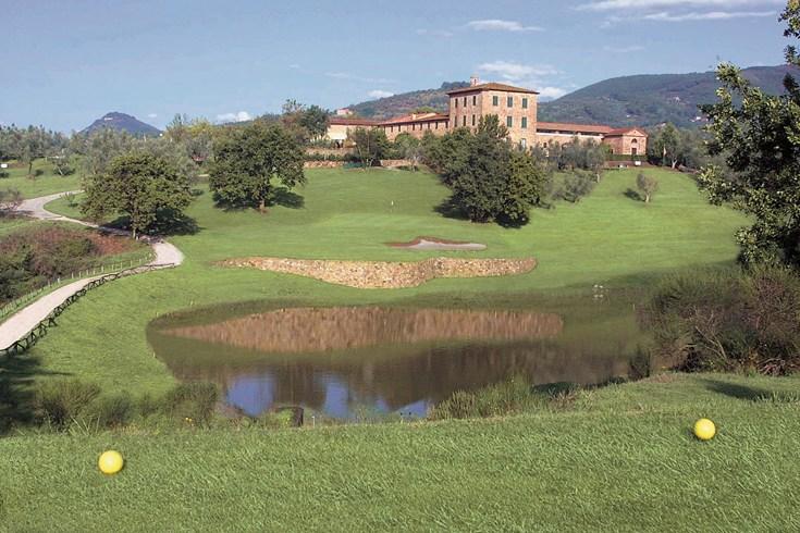 バーニ・ディ・ピサ付近のゴルフ場