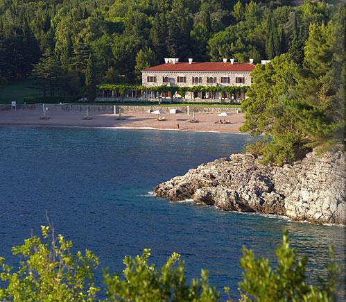 モンテネグロの美しき海岸線に建つアドリア海の宝石「アマン・スベティステファン」