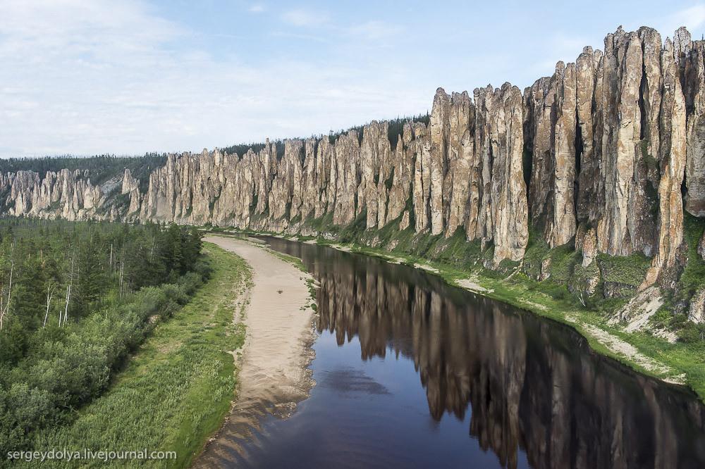 レナ石柱自然公園の川と石柱