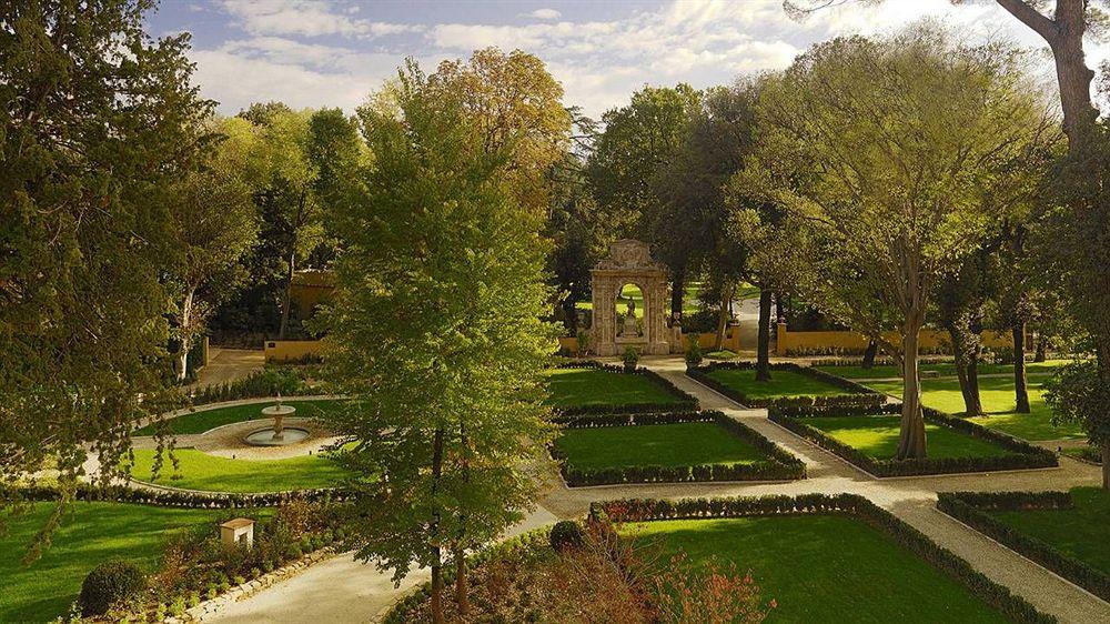 フォー・シーズンズ・ホテル・フィレンツェ Four Seasons Hotel Firenzeの庭園