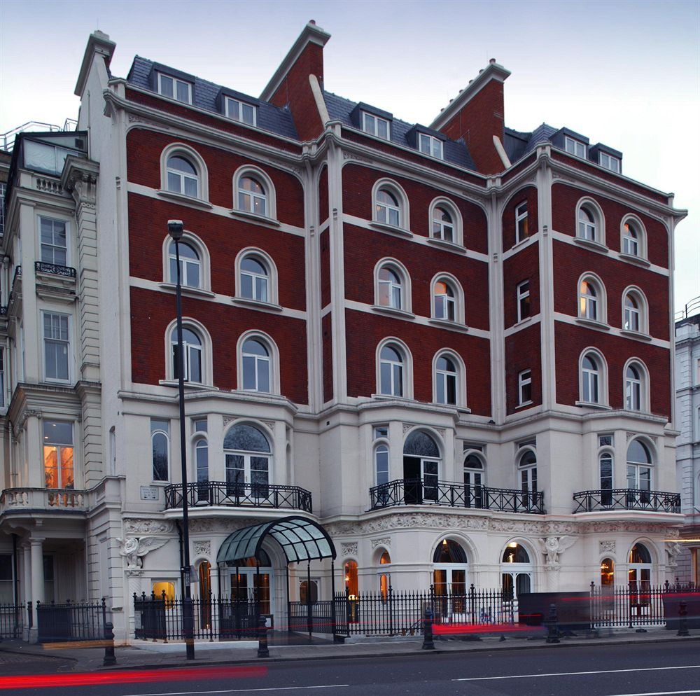 瀟洒な気品ある白亜の外観が素晴らしい「バリオーニ・ホテル・ロンドン」