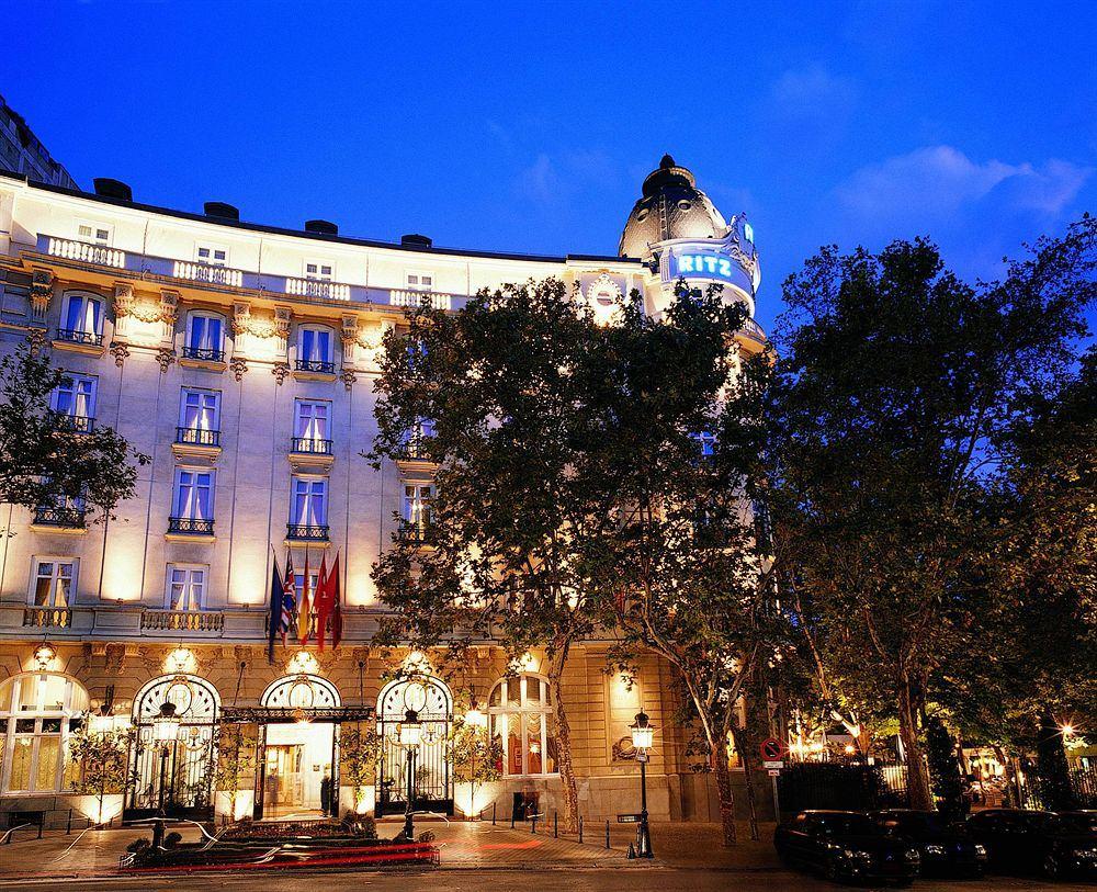 ホテル・リッツ・バイ・ベルモンド Hotel Ritz by Belmondの夜の外観