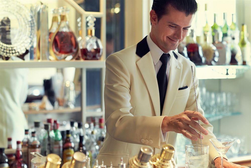 ザ・サヴォイ・フェアモント・マネージド・ホテル  The Savoy, A Fairmont Managed Hotelのバーテンダー