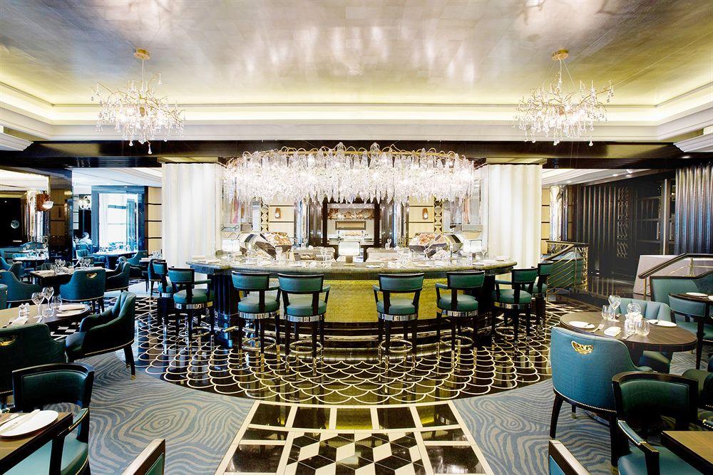 ザ・サヴォイ・フェアモント・マネージド・ホテル  The Savoy, A Fairmont Managed Hotelのバー&グリル