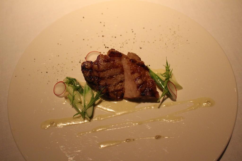 やんばる島豚のグリル ゴルゴンゾーラとアスパラのソース