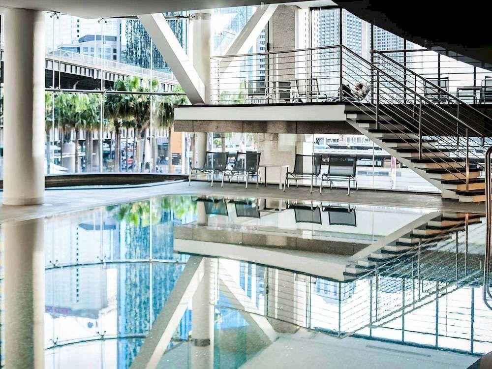 キー・グランド・スイーツ・シドニーの室内プール