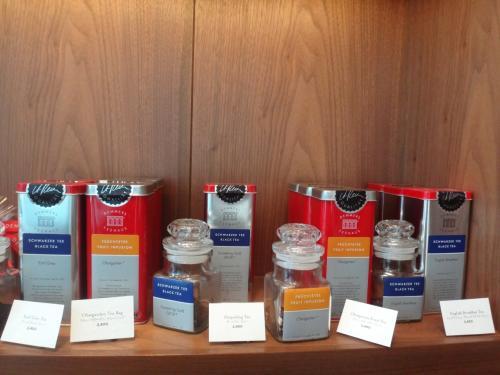 アンダーズ東京一階のペストリー ショップで購入できるウィーンの紅茶ブランド「デンメア」の商品