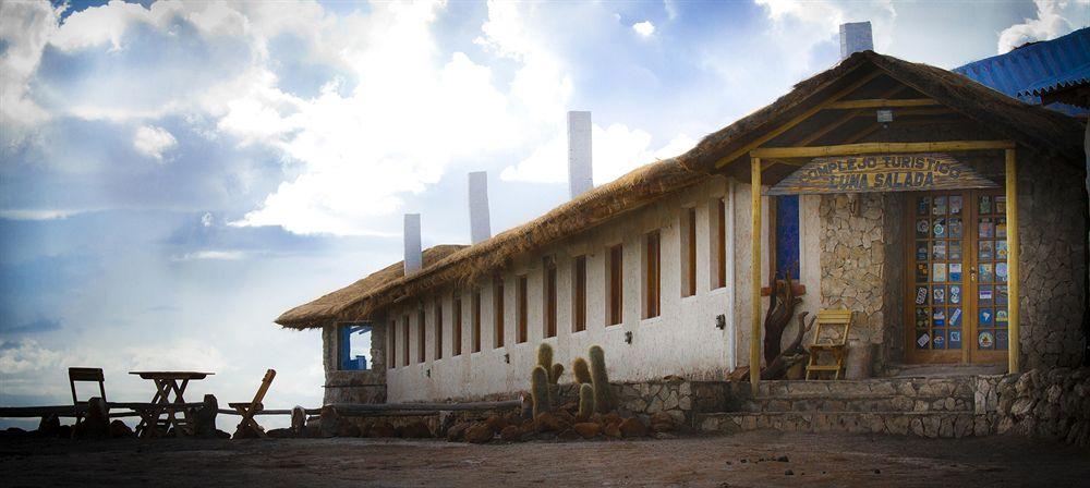 絶景ウユニ塩湖を見渡すことができる塩で建てられた「ホテル・ドゥ・サル・ルナ・サラダ」
