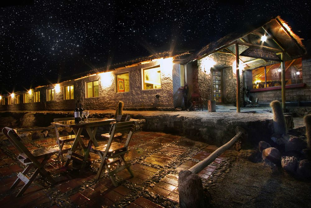 絶景ウユニ塩湖を見渡すことができる塩で建てられた「ルナ・サラーダ・ホテル」
