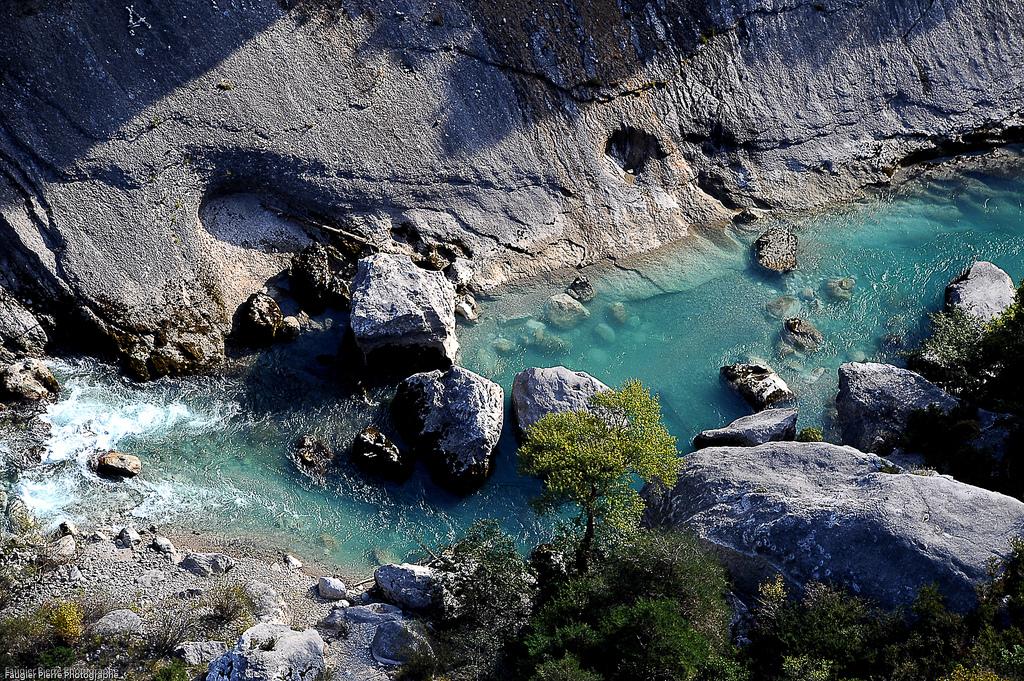 ヴェルドン峡谷の小川