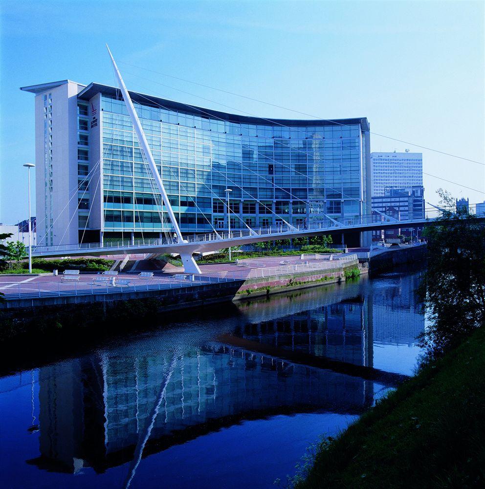 マンチェスターのアーウェル川の畔に建つファッショナブルな「ザ・ローリー・ホテル」